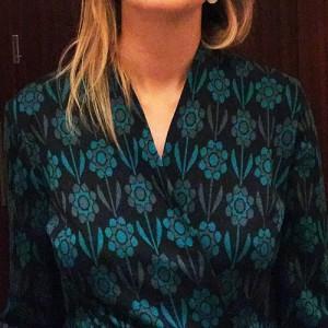 Fertiges Kleid - Schalkragen